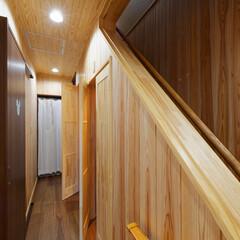 階段下収納/階段収納/収納/造作/格子戸/廊下/... 階段下に収納庫を造作。 格子の扉は廊下に…