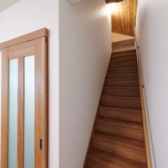 階段/階段リフォーム/階段架け替え/手すり/リフォーム 急な階段を架け替えてゆるやかに。手すりも…
