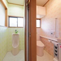 トイレリフォーム/洋式トイレ/TOTO/ピュアレスト/ウォシュレット/トイレの壁紙/... 男性用トイレと洋式トイレ、それぞれクロス…