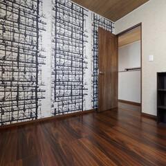 仕事部屋/ワークスペース/ワークルーム/壁/壁紙/クロス/... 仕事部屋は1面の壁に柄クロスを貼って独創…