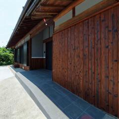 玄関アプローチ/庭/スロープ/バリアフリー/段差解消/加西市/... 玄関前にスロープをつくってバリアフリーに…