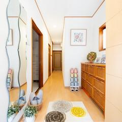 クロス貼り替え/壁紙貼り替え/フローリング張り替え/フローリング貼り替え/床張り替え/明るい廊下/... クロスとフローリングを一新して明るい玄関…