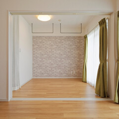 リビング/洋室/室内干し/洗濯/アイアンバー/アイアン/... リビング横の洋室。室内干し用のアイアンバ…