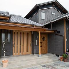 新築/一戸建て/玄関/和風/洋風/引き戸/... 和と洋を融合させた和モダンな玄関。