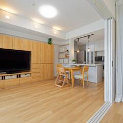 床/防音フローリング/クロス/ドア/建具/照明/... 床は防音フローリングに変更し、クロスや建…