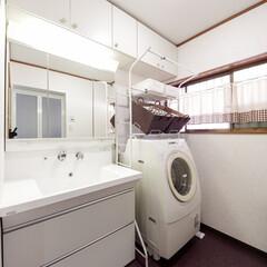 タイル貼り/洗面所/内装/クロス/クッションフロアー/洗面化粧台/... タイル貼りだった洗面所の床・壁をクロス仕…