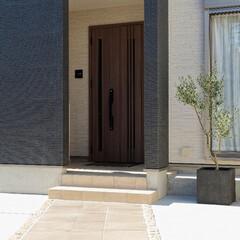 タイル/エクステリア/外構/リフォーム/玄関アプローチ/ヨーロッパ風/... タイルを貼って、洋風の玄関アプローチに(…