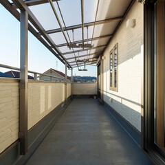 バルコニー/ベランダ/テラス/屋根/庇/洗濯物干し/... 広いバルコニー。テラス屋根を付けたので、…