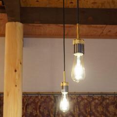 キッチン照明/リフォーム/リノベーション/エジソンランプ/ペンダントライト/おしゃれな照明/... キッチンにはエジソンランプのペンダント型…