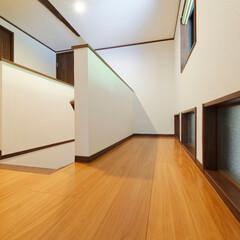 階段/廊下/キッチン/自然光/採光/窓/... 階段横に、キッチンに自然光が入るよう明り…