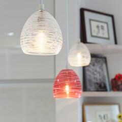 キッチンリフォーム/対面キッチン/ガラス/かわいいキッチン/かわいい家/かわいい照明/... キッチンの上に、ガラスのかわいいペンダン…