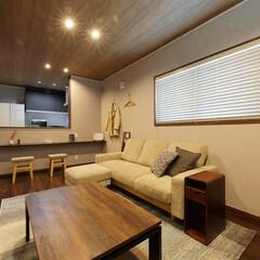 間口の狭い家/間口/リラックス空間/リビング/明るすぎない/部屋/... 明るさを抑えてリラックス空間を演出したリ…