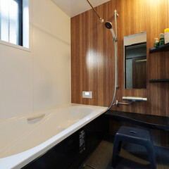 木目/お風呂/浴室/風呂場/水まわり/システムバス/... 木目ブラウン×黒のシステムバス(加古川市…