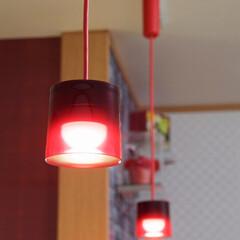 キッチン照明/インテリア/赤色/ペンダントライト/加古川市/リフォーム/... インテリアのアクセントになる赤色のペンダ…