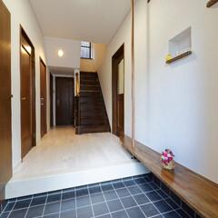 玄関/廊下/床/フローリング/クロス/壁紙/... 玄関~廊下は、古くなっていた床やクロスを…