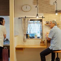 檜/ヒノキ/柱/高級木材/無垢/キッチン/... 香り高いヒノキの柱を挟んだ、キッチンと造…