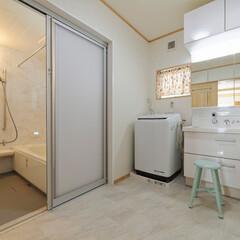 浴室/洗面所/バリアフリー/フラットな床/洗面化粧台/リクシル/... ゆとりがあって使いやすい浴室・洗面所。バ…