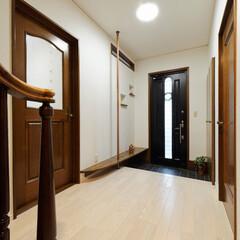 玄関/玄関ホール/ポール/手摺/手すり/バリアフリー/... 玄関ホールに設置したポールは将来手すりと…