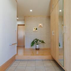 玄関/玄関ホール/広い玄関/建て替え/新築戸建て/住宅/... 玄関はゆったり広めに取りました。 家を出…