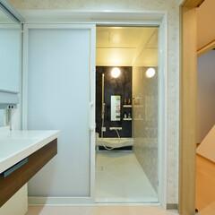 洗面所/お風呂/浴室/リフォーム/施工事例/ビフォーアフター/... ご高齢の方も安心、快適。可愛らしく温かみ…(1枚目)