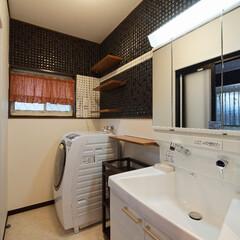 高砂市/リノベーション/リフォーム/洗面所リフォーム/洗面化粧台/壁/... 洗面所の壁は白黒のタイルでデコレート。(…