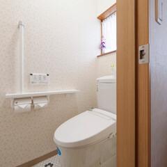 トイレリフォーム/トイレ交換/トイレ取り替え/トイレインテリア/トイレ内装/内装/... トイレと内装を新調。レトロかわいい柄のク…