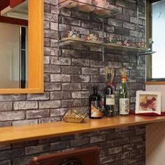 ホームバー/キッチン/造作/ガラス棚/可動棚/加古川市/... キッチンの壁にガラスの可動棚を設置。 (…
