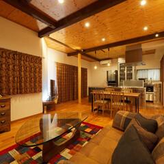 無垢/床/天井/内装/インテリア/デザイン/... 床や天井に無垢材を使用し、木のあたたかみ…