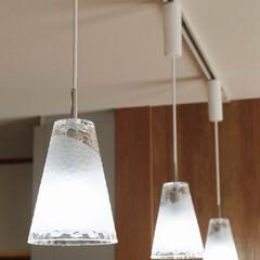 対面キッチン/キッチン照明/ペンダントライト/おしゃれな照明/インテリア 対面キッチンの上にペンダントライトを取り…