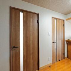 ドア/建具/扉/木目柄/木目調 キッチンに合わせた色味の木目柄ドア(加古…