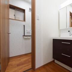 廊下/洗面化粧台/洗面所/サニタリー/壁/クロス/... 廊下のくぼみに洗面化粧台を設置。 壁のク…