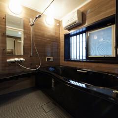 システムバス/リクシル/アライズ/リフォーム/浴槽/入れ替え/... ブラウン&ブラックで落ち着いた雰囲気の浴…