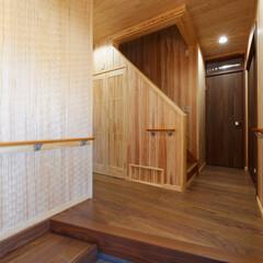 無垢の天井/無垢の壁/無垢材/天然木/自然素材/ナチュラル/... 天井・壁に無垢の板を貼った玄関~廊下(加…
