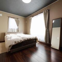 寝室/ベッドルーム/クロス/内装/インテリア/マイホーム/... 落ち着いたトーンでまとめた寝室(加古川市…