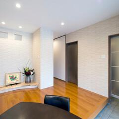 新築/一戸建て/玄関ホール/エコカラット/内装/壁 壁にエコカラットを貼った玄関ホール。(1枚目)