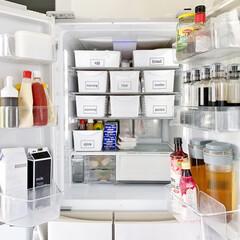 キッチン/カゴ収納/冷蔵庫整理/冷蔵庫収納/冷蔵庫/収納/... 久しぶりに冷蔵庫収納を見直しつつ掃除しま…