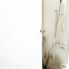 マキタ掃除機/ナチュラルインテリア/ほうき/インテリア/雑貨/住まい/... ドアをあけるとすぐある掃除道具コーナー。…