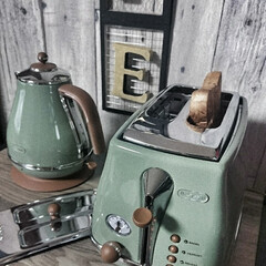 デロンギ ポップアップトースター CTOV2003J-GR オリーブグリーン | デロンギ(トースター)を使ったクチコミ「我が家のDelonghi❥❥ アイコナシ…」(1枚目)