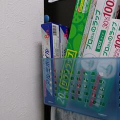 ラップ収納 冷蔵庫の横に磁石の棚をくっけて入れてます!