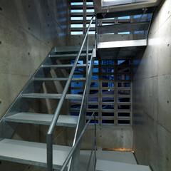 階段 スタイリッシュな共用階段