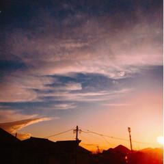 夕景 風の強かった日の夕暮れの雲は、いろいろな…