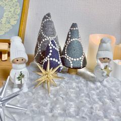 LEDキャンドルライト/ダーラナホース/毛糸玉ツリー手作り/ベツレヘムの星/minneで購入/タンバリンツリー/... キャビネットの上をクリスマスディスプレイ…(1枚目)