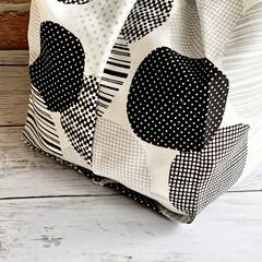 北欧好きな人と繋がりたい/北欧好き/インテリア好きな人と繋がりたい/インテリア好き/レジ袋型/モノトーン/... 幾何学模様のエコバッグです。 コンビニサ…(3枚目)