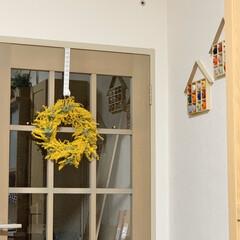 初ミモザ/ベニア板で念願の板壁/トイレ改造計画/近所のお花屋さん/ミモザのスワッグ/ミモザのリース/... ミモザのリース、作ってから数日経ったので…