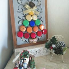 クリスマスツリー/カーテン余り布/リボン/シダーローズ/ワインコルク/ワインの蓋/... ワインの蓋が、たまってきたので、クリスマ…