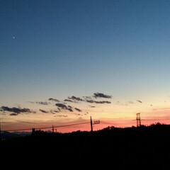 雲に隠れた月/夕焼け/火星?/月 綺麗な夕焼け、秋の気配。 お月様が雲に隠…