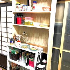 1×4/DIY/ダイソー/家具/キッチン/収納 台所に置いたりんご箱の棚の上のスペースに…