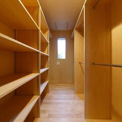 ウォークインクローゼット/収納/寝室/板貼/住まい/建築家/... ウォークインクローゼット