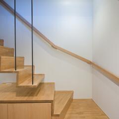 家/お家/住まい/不動産・住宅/注文住宅/設計/... 階段 浮遊感を出すため 少し浮かせていま…