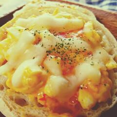 1日2食/マフィン/ヨーグルト/パン/おうちランチ/暮らし/... 私のおうちランチ😆🍴  いつも朝昼兼用ご…